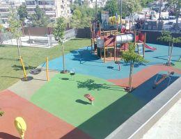 Χυτός τάπητας ασφαλείας σε ιδιωτικό παιδότοπο στη Θεσσαλονίκη