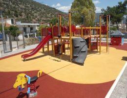 Χυτός τάπητας ασφαλείας σε Παιδική Χαρά στην Άμφισσα