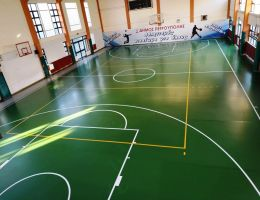 Πολυουρεθανικό αθλητικό δάπεδο κλειστού γυμναστηρίου στο Δήμο Πετρούπολης
