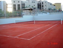 Costa Navarino Resort: Red Clay Artificial Grass in tennis courts