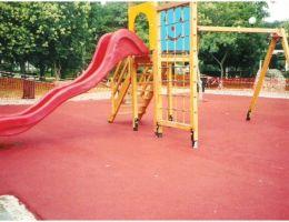 Δήμος Κορυδαλλού: Συνθετικός τάπητας ασφαλείας στις παιδικές χαρές των πλατειών Ελ. Βενιζέλου και Αγ. Γεωργίου